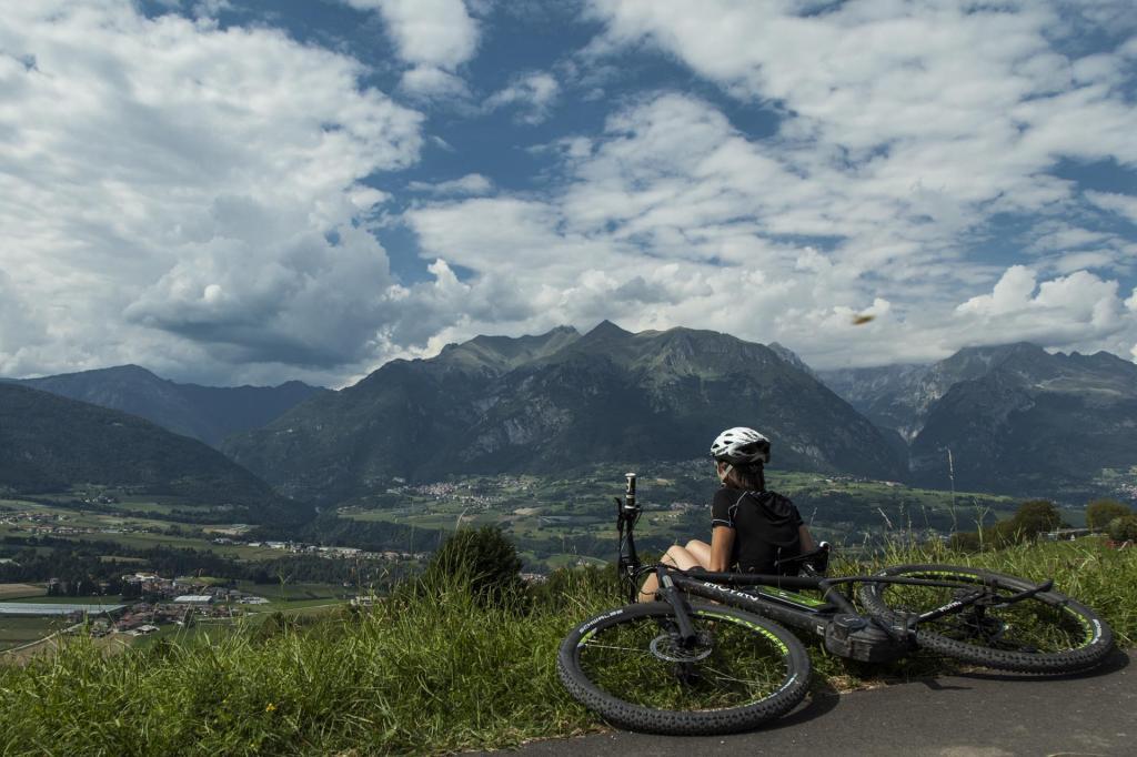 Mit dem E-Bike haben im Trentino alle Spaß