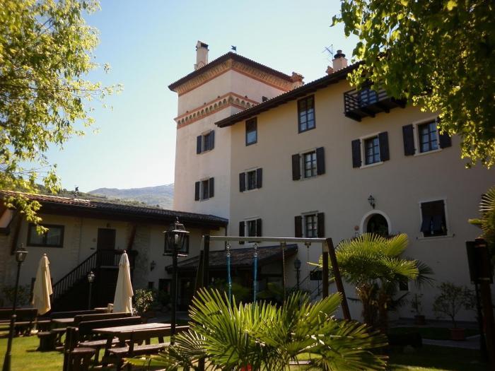 hotelbelsit-comanoterme-giardino-parcogiochi-piscina-37,15972.jpg?WebbinsCacheCounter=1